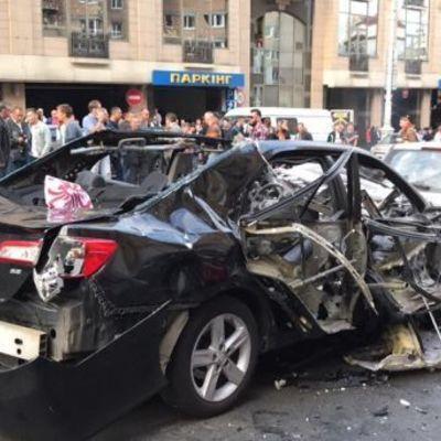 В центре Киева взорвался автомобиль (фото, видео)