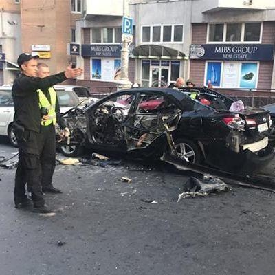 В сети появилось видео момента взрыва автомобиля в центре Киева
