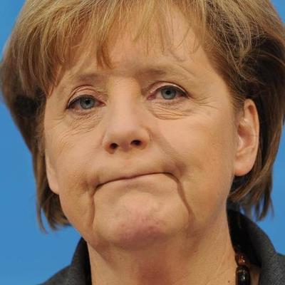 Ангелу Меркель в очередной раз забросали помидорами