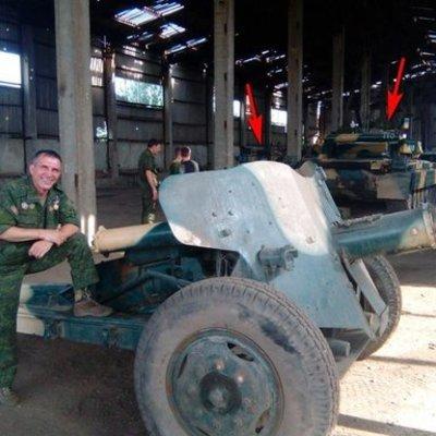 База с российскими танками на передовой (фото)