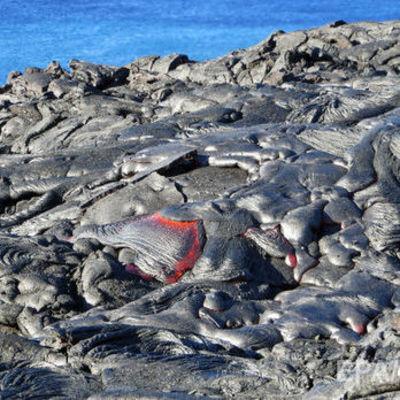 На Гавайях извергается один из самых активных вулканов в мире (видео)