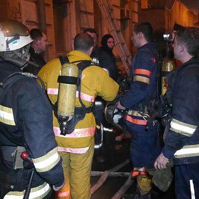 В Киеве на Березняках из-за мусора сгорело придорожное кафе