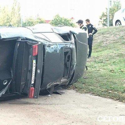 Смертельное ДТП: в Киеве водитель вылетел через окно под колеса собственного авто (фото)