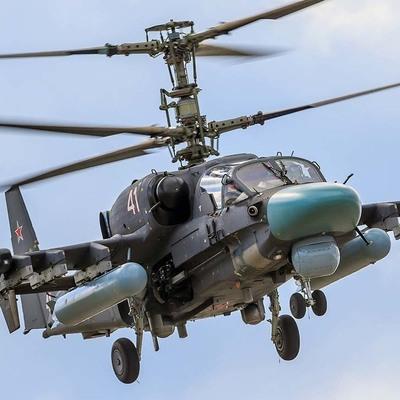 Российский военный вертолет «вторгся» в Херсонское небо (видео)