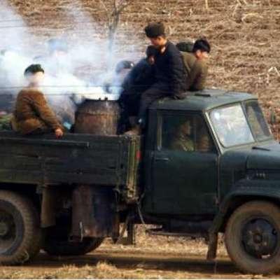 Украинцев поразили машины на дровах в КНДР (видео)