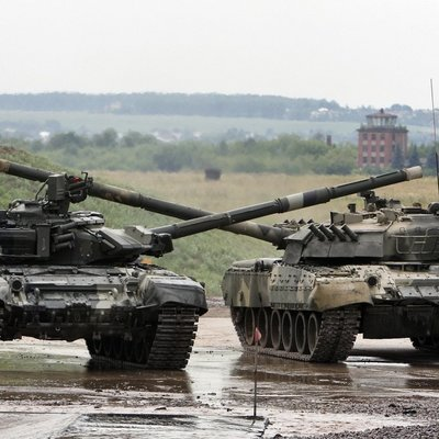 В Беларусь по тревоге перебросили российские танки