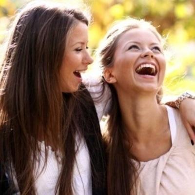 Женская дружба: звезды Голливуда удивили поклонников странным поведением (фото)