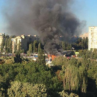 В Киеве масштабный пожар в Святошинском районе (фото)