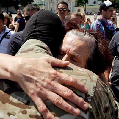 В Киеве жёны АТОшников разнесли «в пух и прах» собрание фейковых матерей АТО (видео)