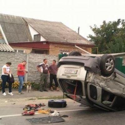 Под Киевом в Новых Петровцах автомобиль сбил девочку и перевернулся на крышу