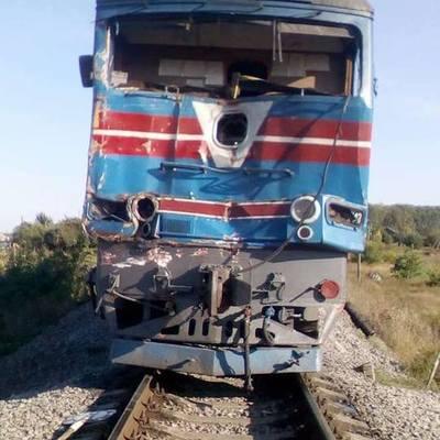 В Харьковской области грузовик столкнулся с пассажирским поездом