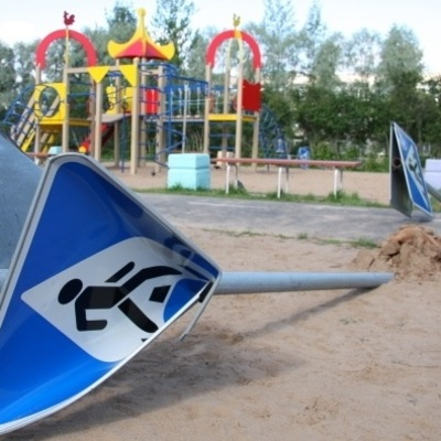 Киевские вандалы объявили войну детям (фото)
