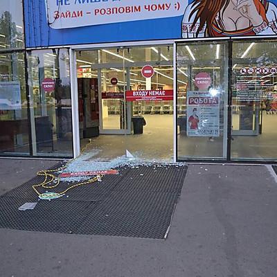 Дерзкое ограбление ювелирного магазина (фото)