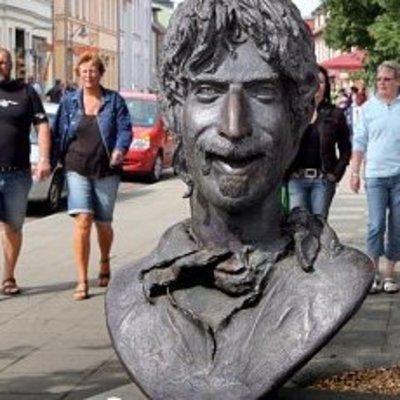 Умерший 25 лет назад Фрэнк Заппа едет в турне в виде голограммы