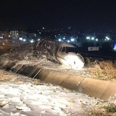 В Стамбульском аэропорту разбился частный самолет, есть погибшие (фото)