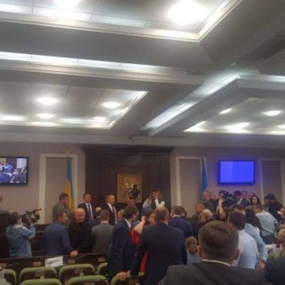В помещении Киевского облсовета произошла драка (фото)