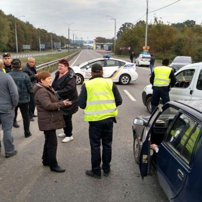 Взрывы в Калиновке продолжаются, эвакуированы более 30 000 человек - полиция