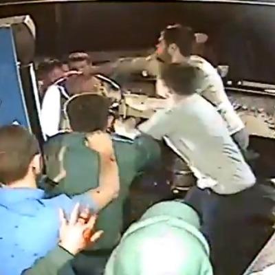 В Николаеве подростки устроили драку с участником АТО (видео)
