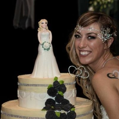 Сама пью, сама гуляю: женщина «вышла замуж» сама за себя