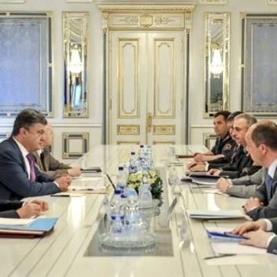 Порошенко провел заседание военного кабинета