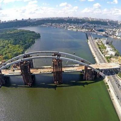 В Киеве планируют сделать платным проезд по мосту на Троещину