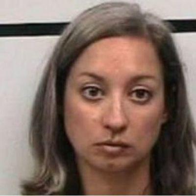 Учительницу арестовали за то, что она дала потрогать ученику грудь в бургерной (видео)