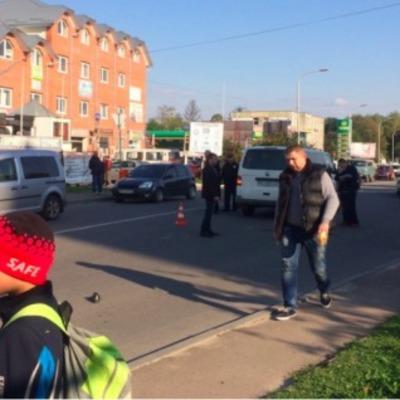 В Трускавце авто сбило семью с маленьким ребенком