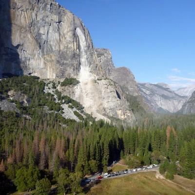 В Калифорнии обвалился кусок скалы и убил британца (видео)