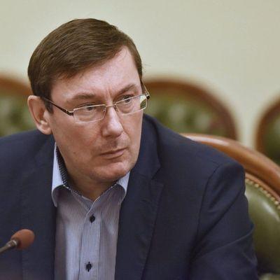 Луценко опубликовал видео, как судьи дают взятку
