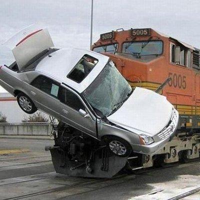В Киевской области поезд сбил авто
