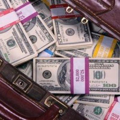 В Киеве злоумышленники среди бела дня отобрали сумку с миллионом гривен