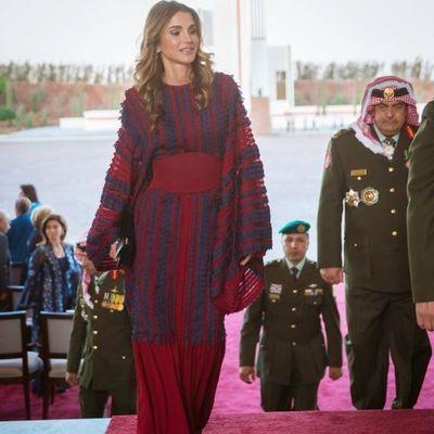 Королева Иордании пришла на парад в экстравагантном платье и лодочках