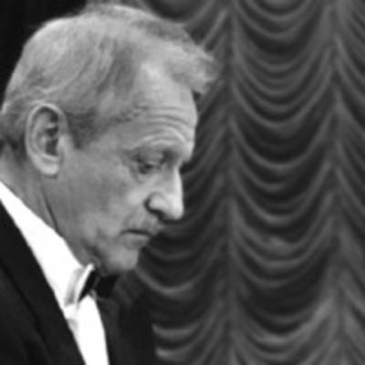 Смерть во время выступления: пианист скончался прямо за роялем