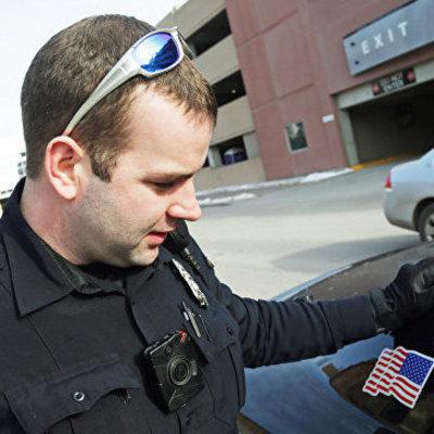 В американском штате полицейский чуть не убил актера, приняв его за преступника (видео)