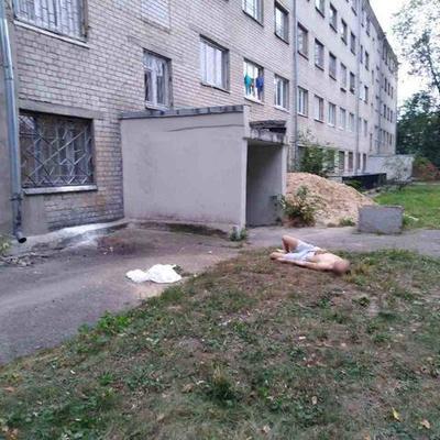 Юноша покончил жизнь самоубийством, выпрыгнув с 5-го этажа в Харькове (фото 18+)