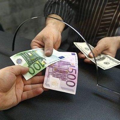 Украинцам упростили перевод валюты за границу