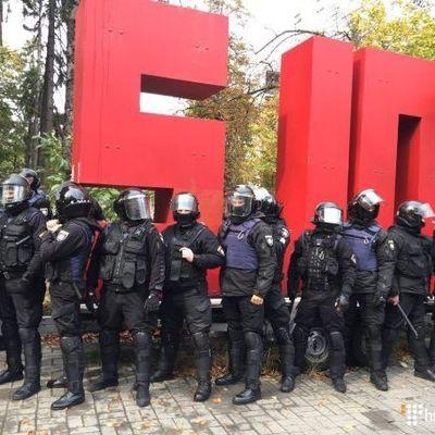 В Киеве вспыхнули столкновения молодчиков с полицией