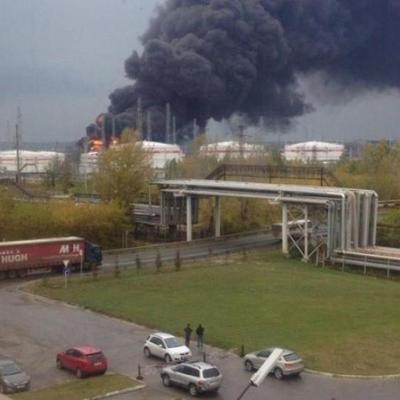 В России взорвался нефтеперерабатывающий завод (видео)