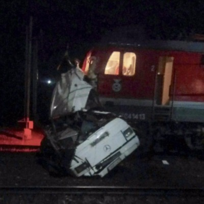 В России поезд въехал в пассажирский автобус: не менее 17 погибших