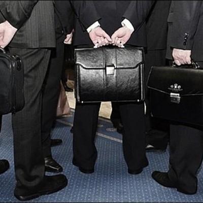 Как живут чиновники: журналисты рассказали о зарплатах и заоблачных премиях депутатов и министров (видео)