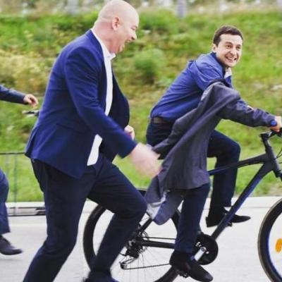 У юмористов свои причуды: Зеленский ездит на работу голышом