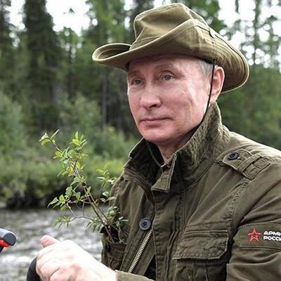 Путину презентовали «интимный» подарок (фото)