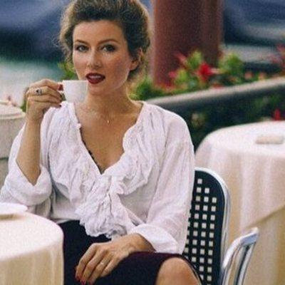 В мини-юбке и прозрачном боди: Жанна Бадоева похвасталась смелым образом