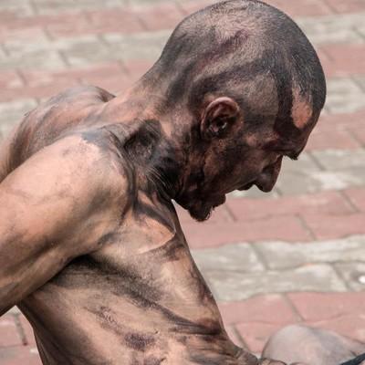 В Одессе обнаженный актер станцевал перед домом Руссова