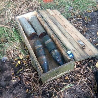 Военные потеряли на трассе ящик со снарядами