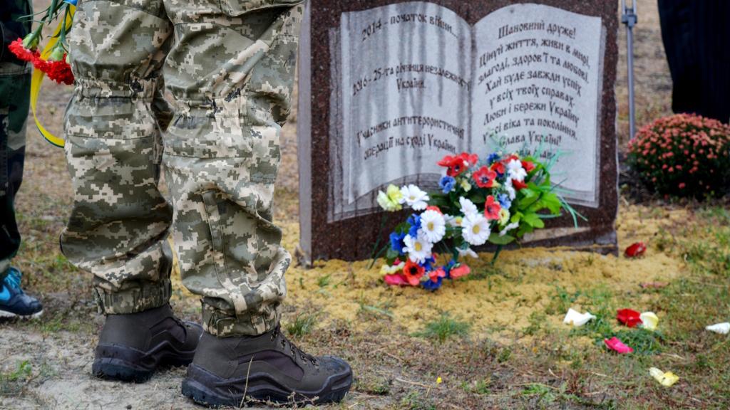 На Донбассе открыли памятник Героям Небесной Сотни