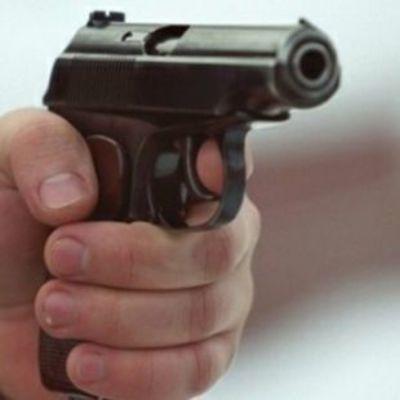 В Киеве среди дня неизвестные устроили стрельбу, пытаясь отобрать у мужчины деньги