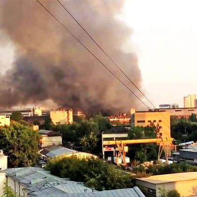 В Москве горит завод «Серп и молот»