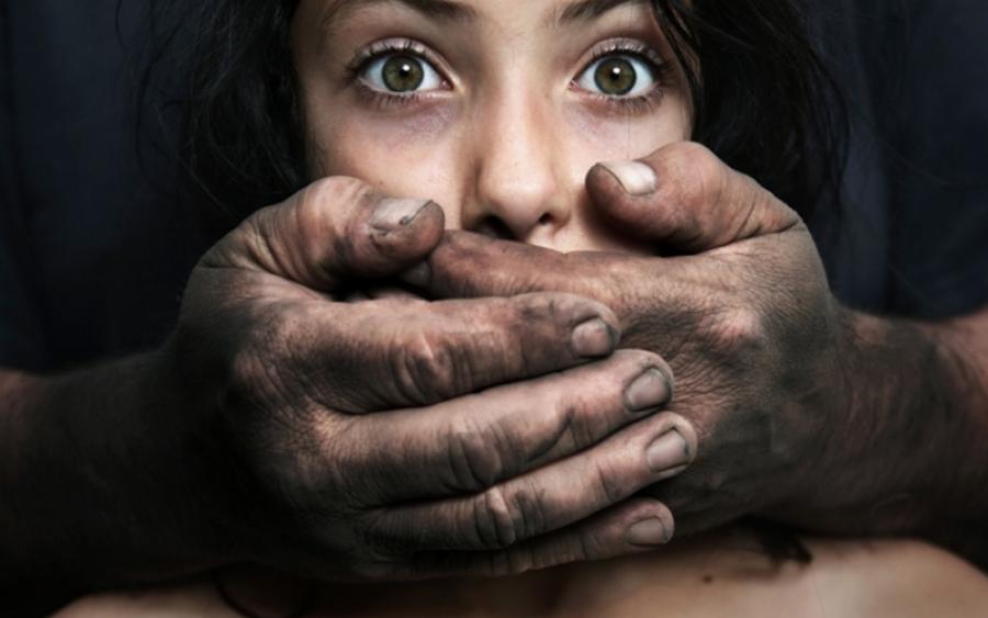 Встолице Англии школьницу три раза изнасиловали подороге изклуба домой