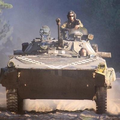 Порошенко: Украинская армия получит сегодня 200 единиц техники, из них – 62 танка